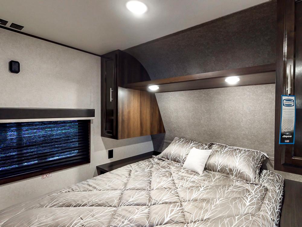 JayFlightSLX294QBS2019bedroom